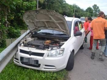 Mangsa meninggal dunia semasa memandu dipercayai akibat serangan jantung.- Foto: PDRM