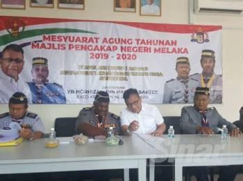 Norhizam (tengah) dilantik sebagai Pengerusi Pengakap Melaka yang baharu menerusi pemilihan pada mesyuarat agung tahunan Majlis Pengakap Melaka di Ayer Keroh, semalam.