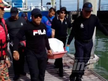 Mayat nelayan yang dilaporkan hilang dibawa ke Jeti Pasukan Polis Marin di Batu Uban.