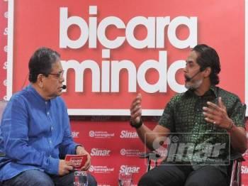 Khairy ketika menjawab soalan dari moderator Bicara Minda Tan Sri Johan Jaaffar
