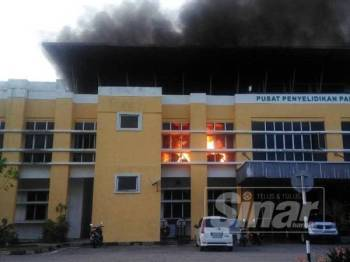 Pejabat Pusat Penyelidikan Padi dan Beras Mardi di Serdang terbakar kira-kira 6.45 petang.