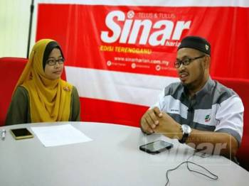 Nasir (kanan) ketika temu bual menerusi SinarLive hari ini bagi membincangkan topik peranan pemuda dalam survival politik.