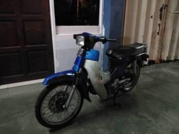 Polis turut sita motosikal Honda C70 yang ditunggang suspek ketika di tahan di Batu Gajah, semalam.