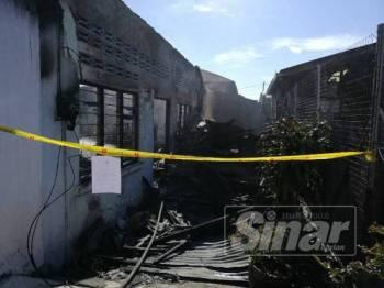 Keadaan rumah yang terbakar menyebabkan seorang warga emas OKU rentung.