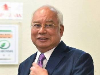 Najib Tun Razak tiba di Mahkamah Tinggi bagi prosiding perbicaraan kes yang dihadapinya membabitkan dana SRC International Sdn Bhd berjumlah RM42 juta di Kompleks Mahkamah Kuala Lumpur hari ini. - FOTO BERNAMA