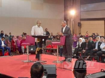 Mustapa ketika sesi dialog yang diadakan di Shah Alam Convention Centre pagi tadi.
