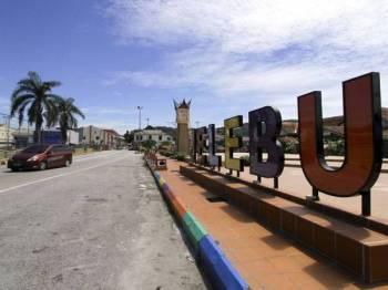 Suasana di sekitar pekan Jelebu ketika tinjauan Projek Laluan Rel Pantai Timur (ECRL) yang akan disambung pelaksanaannya dengan melalui kawasan ini. - Foto Bernama