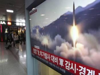 Rakaman pelancaran peluru berpandu oleh Pyongyang sebelum ini ditayangkan program berita Korea Selatan hari ini.