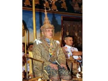 Raja Maha Vajiralongkorn ditabalkan menjadi Raja Thailand yang baharu dengan gelaran Raja Rama X. - Foto Bernama