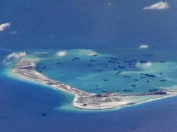 China didakwa membina pangkalan ketenteraan di Beting Mischief di Kepulauan Spratly yang menjadi pertikaian multilateral di Laut China Selatan.