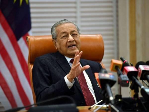Perdana Menteri Tun Dr Mahathir Mohamad semasa sidang media di Bangunan Perdana Putrajaya hari ini. - FOTO BERNAMA