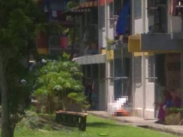 Mangsa berusia 29 tahun maut selepas dipercayai terjatuh dari tingkat empat perumahan awam di Salak Selatan, Kuala Lumpur, tengah hari semalam.