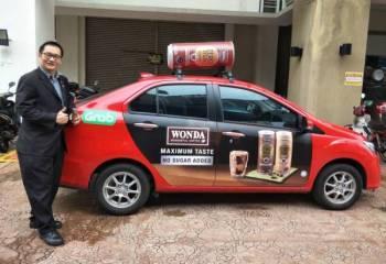 Pelbagai kejutan menanti pelanggan yang menempah kereta Grab berjenama Wonda Coffee.