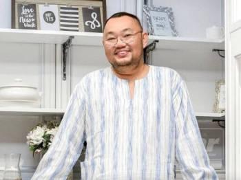 Pengarah, Michael Ang