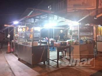 Arahan daripada kerajaan negeri terhadap peniaga kedai makan supaya tutup operasi sementara daripada jam 8.30 hingga 10 malam bagi memberi laluan lebih ramai tunai solat tarawih.
