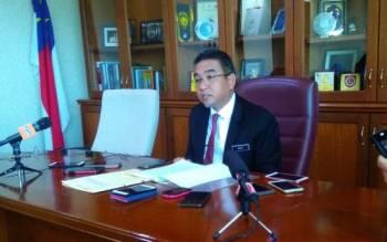 Adly ketika mempengerusikan mesyuarat exco kerajaan negeri di Seri Negeri, di Ayer Keroh, di sini hari ini.