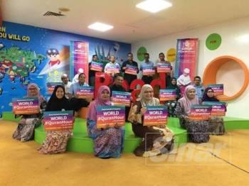 Marzialina (depan, tiga kanan) bersama pasukan Rumah Ngaji Terengganu dan pegawai PPAT yang akan turut serta menjayakan program World #QuranHour.