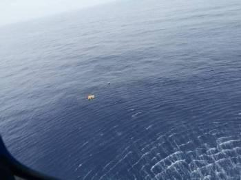 Keempat-empat mangsa termasuk yang maut ditemui terapung oleh helikopter APMM yang melakukan pencarian menerusi udara.