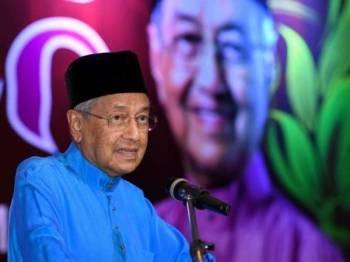 Dr Mahathir menyampaikan ucapan pada Majlis Iftar Bersama Perdana Menteri hari ini. -Foto Bernama