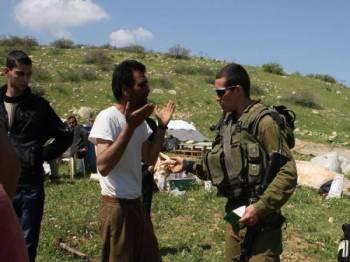 Seorang petani Palestin diganggu tentera Israel ketika sedang menanam pokok zaitun di Lembah Jordan di Tebing Barat.