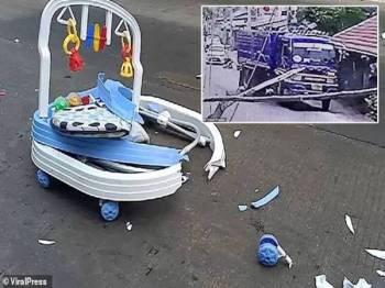 Keadaan 'walker'  Nontawat Saingam selepas dilanggar. Gambar kecil:  Rakaman CCTV menunjukkan pemandu lori cuba untuk mengelak daripada melanggar mangsa.