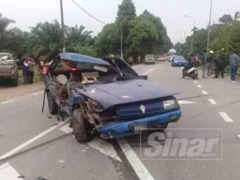 Keadaan kereta mangsa selepas dirempuh lori