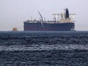 Salah sebuah kapal minyak mentah, Amjad yang menjadi sasaran serangan sabotaj misteri di pantai Fujairah di UAE. -Foto AFP