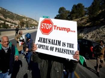 Penduduk Palestin membantah keputusan pentadbiran Trump memindahkan kedutaan mereka dari Tel Aviv ke Baitulmaqdis pada tahun lalu.