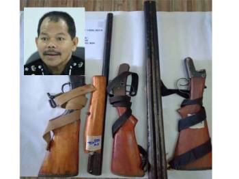 Lima laras senjata api turut ditemui dalam kenderaan sama. (Gambar Kecil: Othman Nayan ) - Gambar ihsan polis