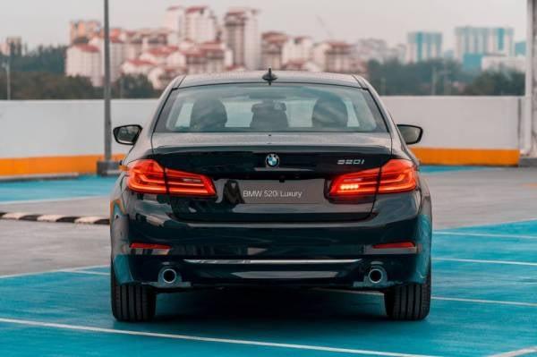 BMW 520i Luxury.