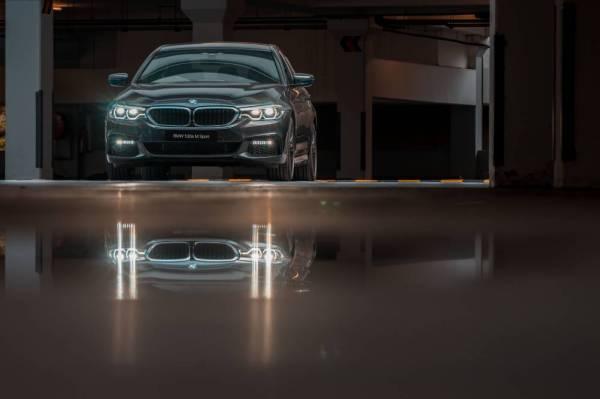 BMW 530e M Sport dilengkapi dengan enjin 2.0L BMW Twin Turbo yang dibantu oleh motor elektrik.