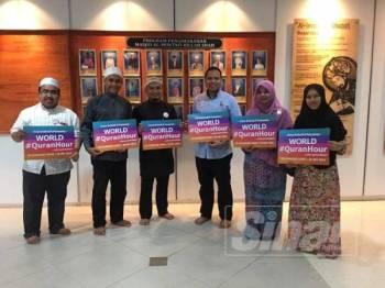 Pengurusan Masjid Al-Muktafi Billah Shah (AMBS), Ladang bersama wakil Rumah Ngaji Terengganu giat mempromosikan World #QuranHour.