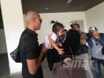 Aliff turut diperintah membayar nafkah anak sebanyak RM1,000 sebulan yang akan dimasukkan ke akaun Bella bermula Mei ini.