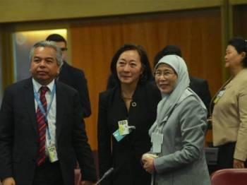 Datuk Seri Dr Wan Azizah Wan Ismail bertemu wakil khas Setiausaha Agung PBB bagi Pengurangan Risiko Bencana Mami Mizutori ketika menghadiri Rundingan Meja Bulat Peringkat Menteri bertajuk 'Risk-Informed Investment and Economics of DRR' di Pusat Konvesyen Antarabangsa Geneva hari ini. - FOTO BERNAMA