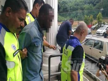 Seorang lelaki warga Nigeria direman tujuh hari bagi membantu siasatan kes pembunuhan Ketua Jururawat Hospital Serdang, Siti Kharina Mohd Kamaruddin.