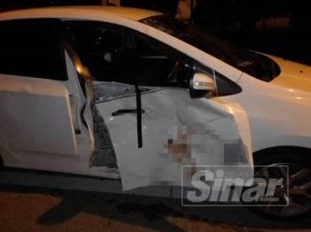 Kesan pelanggaran pada pintu kereta jenis Honda City.
