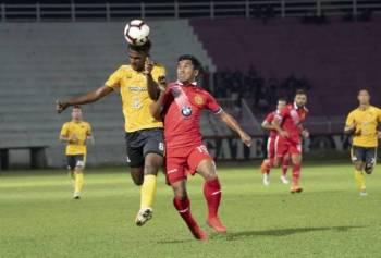 Penyerang Kelantan, Mohd Fauzi Roslan (kanan) sekali lagi menjadi sandaran apabila bertemu Negeri Sembilan pada aksi Liga Premier di Paroi, malam esok.