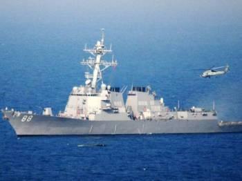 Kapal pemusnah, USS Preble didakwa berlayar berhampiran pulau buatan China hari ini.