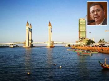 Jambatan angkat menjadi mercu tanda baharu Terengganu. Gambar kecil: A.Rahman