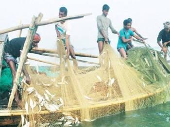 Golongan nelayan mendakwa mereka bakal kehilangan sumber pendapatan sepanjang tempoh tersebut.
