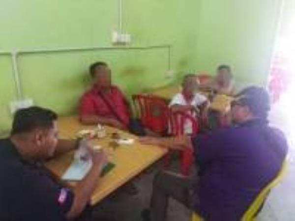 Umat Islam dikesan makan di kedai secara terbuka pada bulan Ramadan. Kredit JAINJ. - Foto ihsan JAINJ