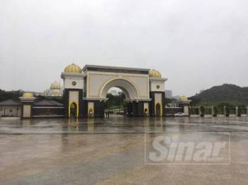 Kawasan sekitar Istana Negara yang mula dibasahi hujan kira-kira jam 2 petang tadi.