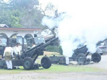 41 Bateri Artileri Istiadat Rejimen Artileri Diraja yang berpangkalan di Kem Sungai Buloh di Selangor. mengendalikan istiadat melepaskan tembakan meriam di dua lokasi berasingan.