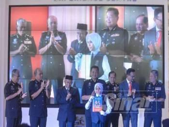 Abdul Hamid (tengah) merasmikan Op Selamat 15/2019 sempena Hari Raya Aidilfitri di Menara TM Bangsar, Kuala Lumpur, hari ini. Foto: SHARIFUDIN ABDUL RAHIM