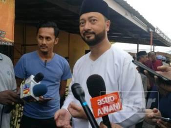 Mukhriz ketika ditemui media pada Majlis Berbuka Puasa dan Kebajikan bersama Perdana Menteri, Tun Dr Mahathir Mohamad di Masjid Nurus Salam, Ewa, di sini, tadi.