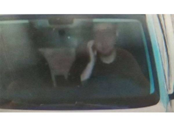 Liu didenda gara-gara menggaru muka ketika memandu. - Foto Sina Weibo