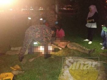Anggota bomba memberi bantuan kecemasan kepada mangsa sebelum disahkan seorang daripadanya meninggal dunia.