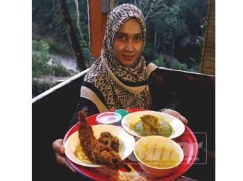 Set hidangan dulang ini hanya berharga RM19.