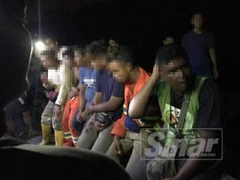 Enam pekerja kontraktor LPT2 ini ditangkap penduduk kampung kerana disangka geng curi lembu.