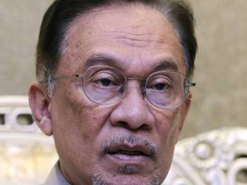 Presiden PKR Datuk Seri Anwar Ibrahim ketika sesi sidang media selepas mempengerusikan Majlis Pimpinan Pusat (MPP) PKR di Putrajaya hari ini. - Foto Bernama